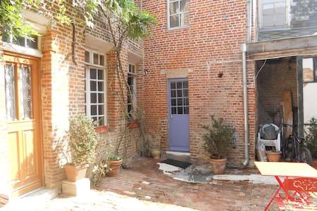 studio dans maison de ville ancienne - Vervins