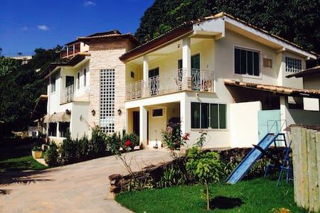 Suites Casa de Campo. Conforto e Sossego na Serra - Oda + Kahvaltı