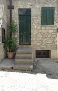 Casa Isabella -  A pochi passi dal Castello - Caccamo - House