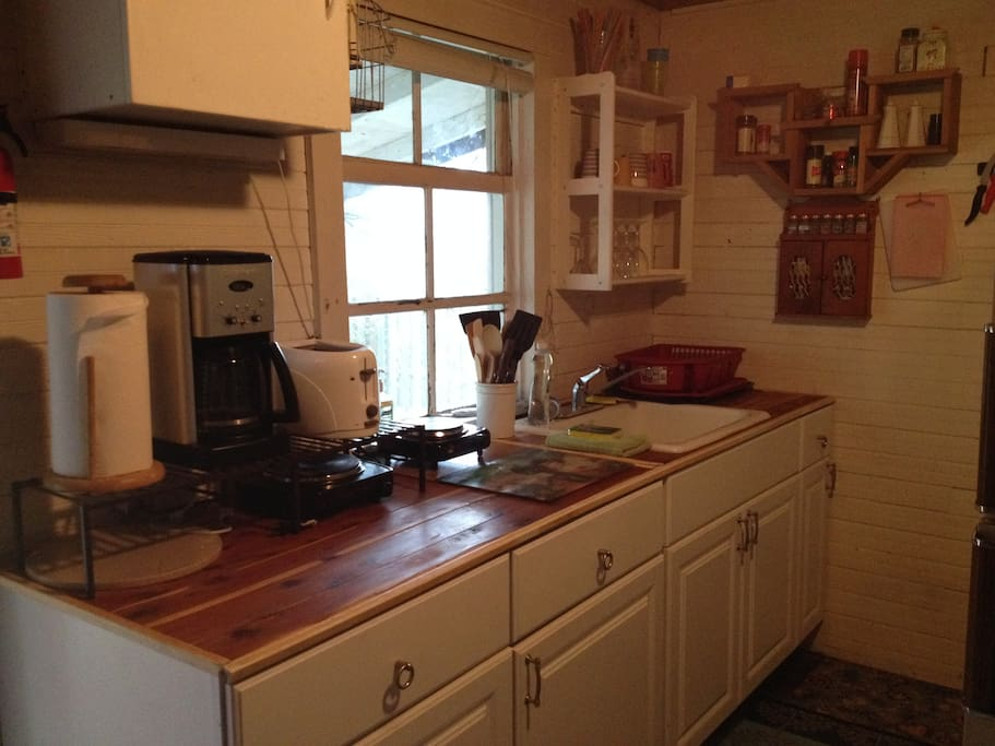 Cute and functional kitchen with hot plate, coffee maker, microwave...and all utensils.