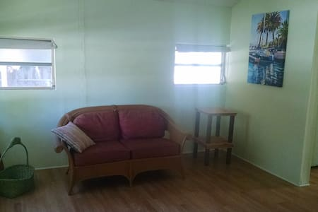 Bungalow in Titusville. Close to the Indian River. - Titusville - Apartment
