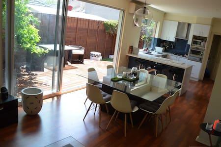 SPECIAL OCT/NOV!!! Big, Bright, Light Home... - Parkdale - House