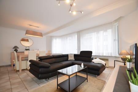 RUIM APPARTEMENT MET GARAGE IN CENTRUM - Apartment