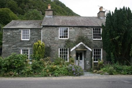 COOMBE COTTAGE, Borrowdale Valley, Near Keswick - Hus
