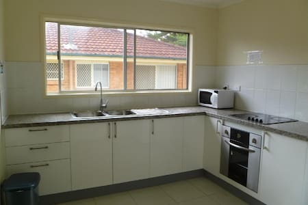 Twin room Short Stay 10km to Brisbane CBD - Hus