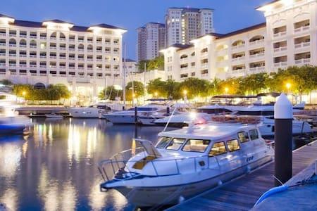 Luxury SeaView Service Apartment - Lakás
