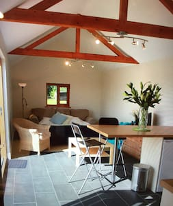 Quiet, secluded cosy pool house - Oxfordshire - キャビン
