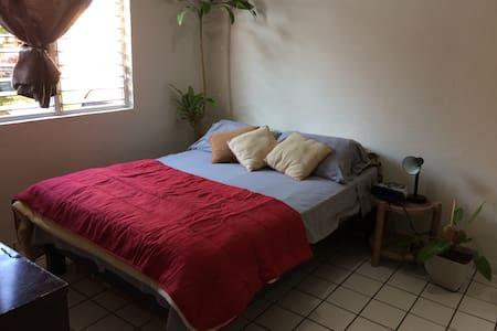 Una excelente zona para hospedarse, casa tranquila - Colima - House