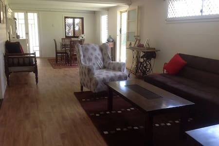 Cosy Queenslander Home 4U - Railway Estate