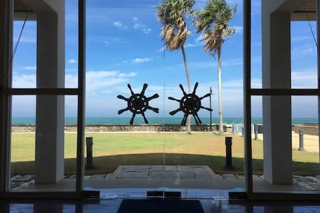 Luxury beachfront villa with pool - Villa