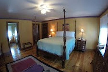 Whistling Acres Guest House/Country Sunset - Kutztown - Bed & Breakfast