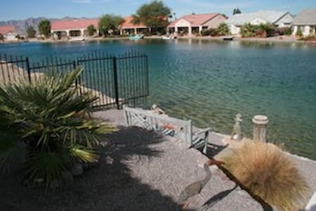 Resort Setting with Casinos & Golfing Nearby - Fort Mohave