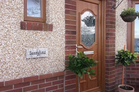 Sunnyfield Studio Style B&B - Bed & Breakfast