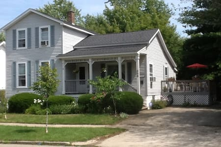 Charming Victorian / Great Location - Grand Haven - House