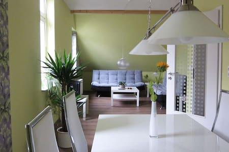 Ferienwohnung im Fachwerkhaus und doch modern - Lejlighed