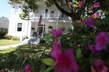 'Anchors Away' in Historic Midtown - Mobile - Apartment