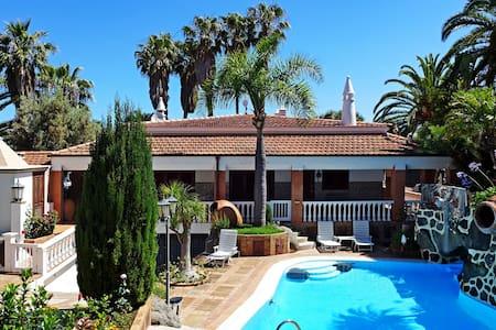 Villa Los Pinos - Huvila