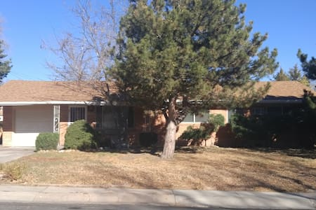 3 Bedroom house, family-friendly, great location! - Colorado Springs - Casa