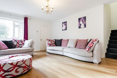 5 bed house, near London - Cheshunt
