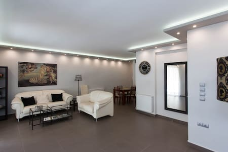 95m² Newly Renovated flat in Athens - Wohnung