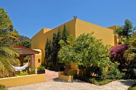 Villa Azalea Luxury B & B - Villa