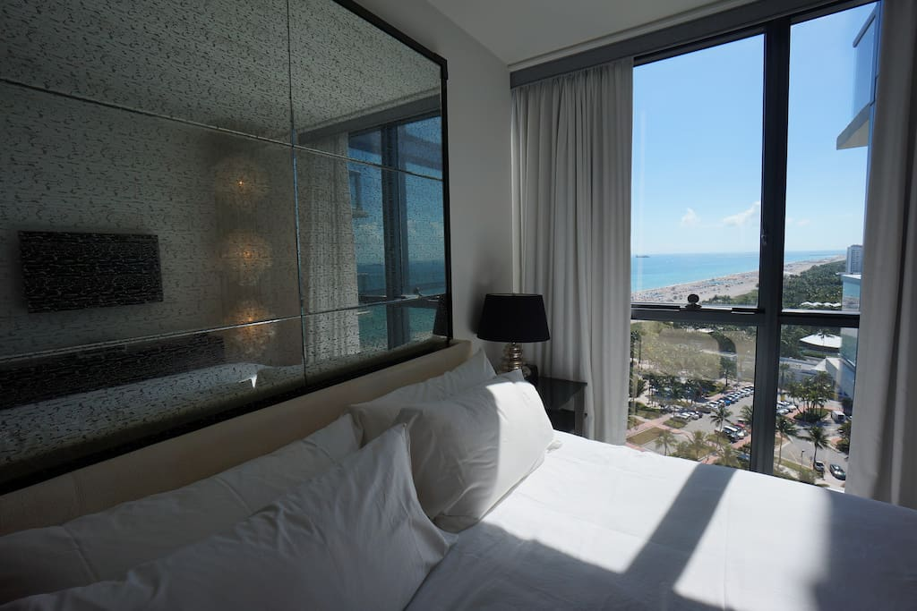 ENJOY THE LUXURY SUITE AT THE W, 17TH FLOOR, WITH BALCONY, UP TO 4 PEOPLE