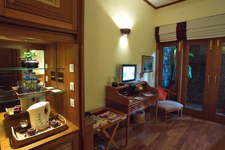Hotel by the Red Canal - Kachin Room - Bed & Breakfast