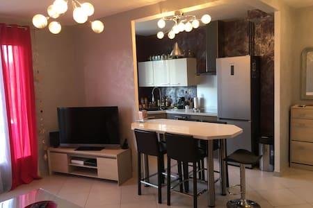 Appart F2 calme proche Centre Ville de Montluçon - Wohnung