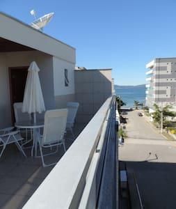 Lindo apartamento de cobertura na praia de Itapema - Daire