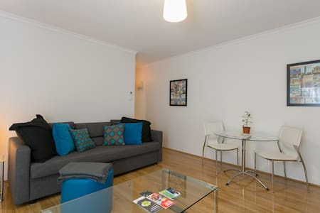Spacious 1BR apartment South Yarra - Huoneisto