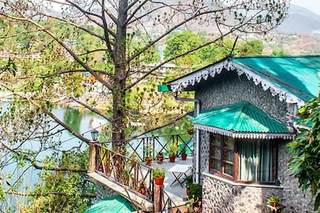Premium Lake View Room @ Deja vu - Pura Stays - Naukluchiatal