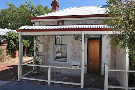 Central 1 bedroom historic cottage in Fremantle - Fremantle - House