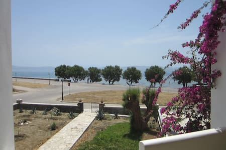 Nice seashore apartment in Chora - Flat