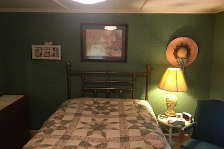 Berkshires Cuteness - Bed & Breakfast