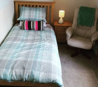 A beautiful single room in a friendly home - Plymouth - Casa