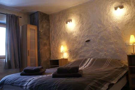 Kamer in een chalet incl. ontbijt - Hytte (i sveitsisk stil)