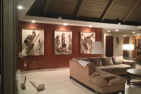 Contemporary home.. nature preserve - Woodside - Ház