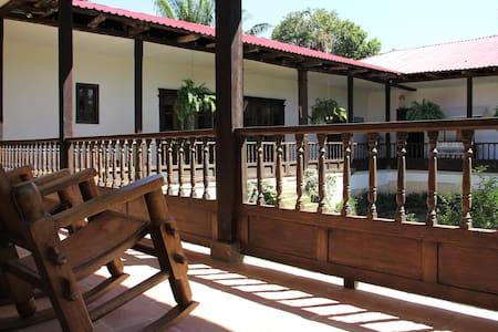 Hacienda la Herreria, - Kisház