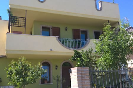 Camere matrimoniali, doppie o singole in villa - Villa