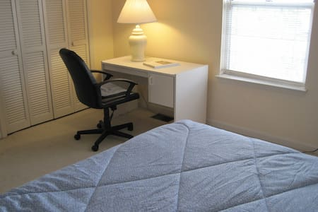 Attractive, fully furnished condo in Clemson. - Clemson - Appartement