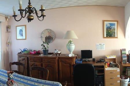 Chambre meublé + Internet - Hus