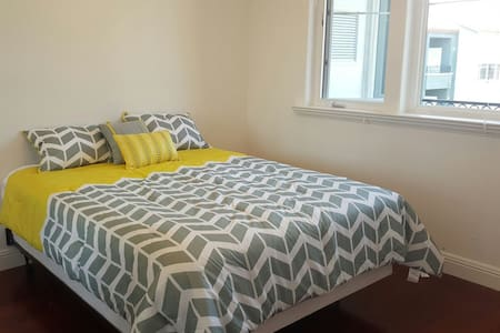 Airy bedroom in Millbrae apartment - Millbrae - Apartment
