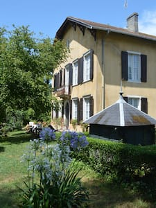 Farmhouse with working stables - Salies-de-Béarn - Bed & Breakfast