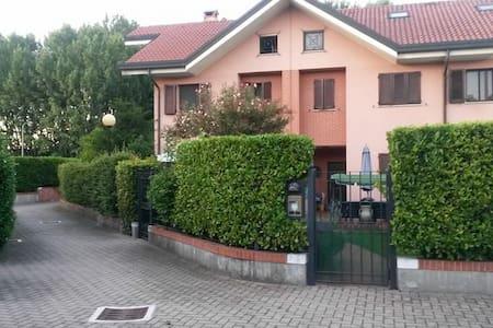 Stanza Milano Sud, Humanitas, Forum di Assago, IEO - Villa