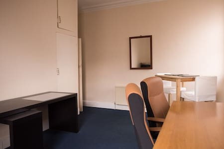 Large double room near seafront - Hove - Apartment