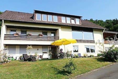 Der Eifeler Sonnenhof - Dorfblick - Huoneisto