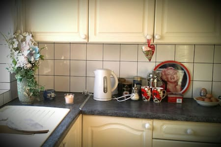 Double Room in relaxing home - Charlton Kings