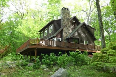 Charming Cabin 90 Minutes from NYC! - New Fairfield - Huis