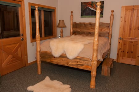 Southern Room of an Elegant Mountain Log Home - Casa