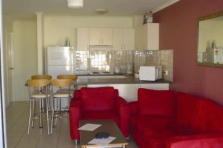 Sunshine Coast Affordable Xmas Apartment - Sippy Downs